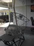 図3 望遠鏡の模型。下部にある六角形の集合体が鏡です。